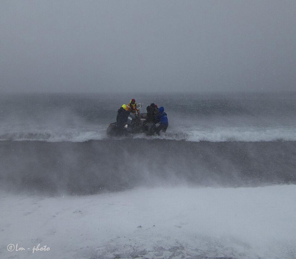 Zodiac tur i Orkan vindar tillbaka till Ocean Nova